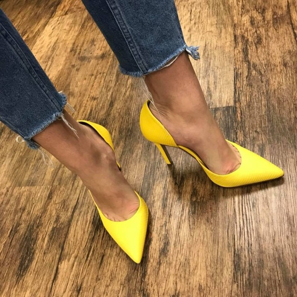 28c541c54a Jessica Simpson Shoes - Jessica Simpson yellow pointed toe heel 8.5